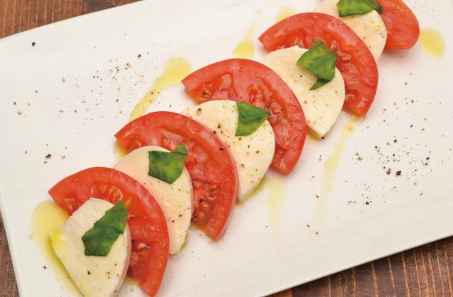 カプレーゼ(トマトとモッツァレラのサラダ)【レシピ】